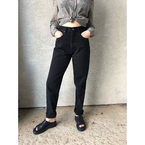 VINTAGE | Black high waisted mom jeans